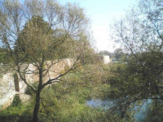 Blick von der Bastiion Brandenburg an der Festungsmauer entlang zur Bastion Philipp