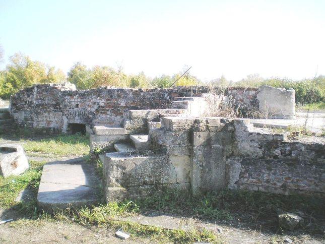 Die Grundmauern des Schlosses
